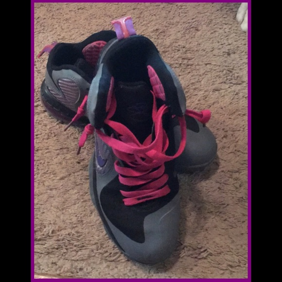 4c1bfd358cc Nike Lebron James Grey Black Purple Pink. M 5b17e3056a0bb72cad2f2ace